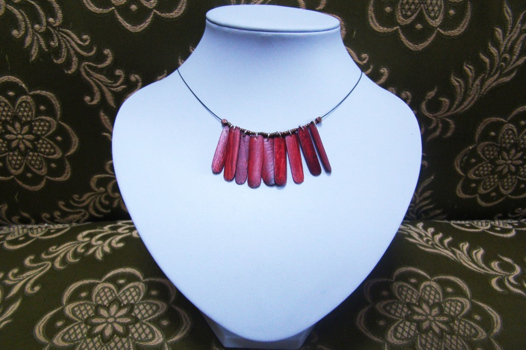 Red is dead (vendu) dans Bijoux tournés redidead1